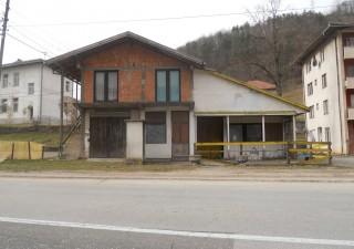 Porodična kuća sa poslovnim prostorom u prizemlju i dodatnim poslovnim prostorom u Novoj Kasaba/Milići