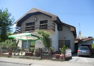 Porodična kuća sa poslovnim prostorom u Banja Luci