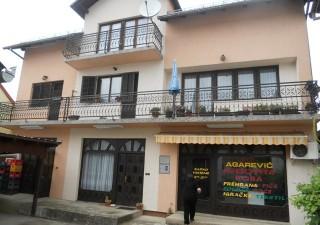 Porodična kuća sa poslovnim prostorom u Kostajnici