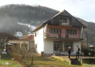 Porodična kuća sa poslovnim prostorom u Milićima