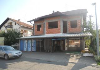 Stambeno-poslovni objekat u Gradisci